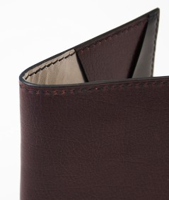 protège-passeport voyageur lamaro bordeaux détails de la couture