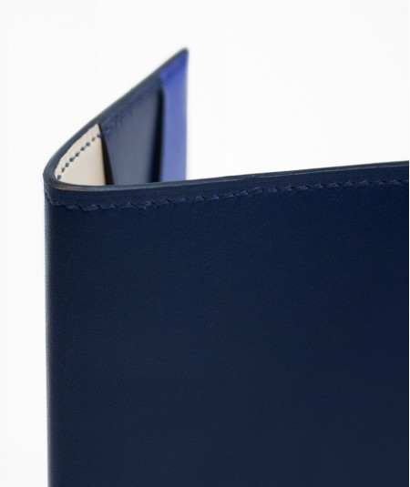 protège-passeport voyageur lamaro bleu nuit détails de la couture